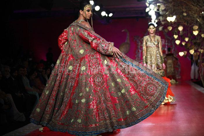 Ritu Beri Designer Trend Setter Fashion Guru Our Frontcover